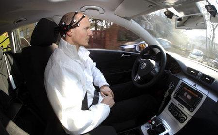 Desarrollan dispositivo que permite conducir un auto con la menteDesarrollan dispositivo que permite conducir un auto con la mente