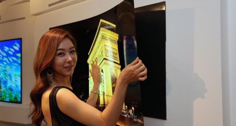 Presentan pantalla que se pega a la pared; su grosor es de un milímetro